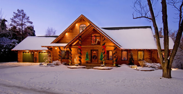 illinois log home brings real log style to christmas decorating - Cabin Style Christmas Decorations